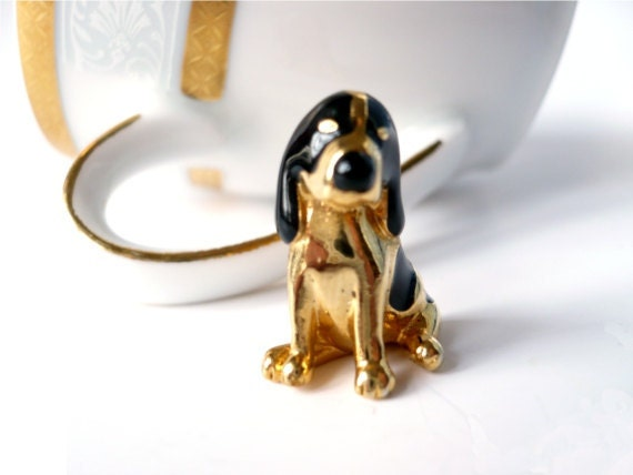 Vintage beagle dog brooch pin quirky fashion costume jewelry women animal 70s gift statement dead stock