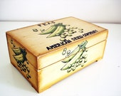 Vintage 70s wooden seed box/ American Seed Company pine box/ Green Peas/ trinket storage box/ rustic kitchen decor