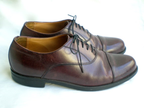 classic men's oxfords in oxblood from Florsheim. size 9.5