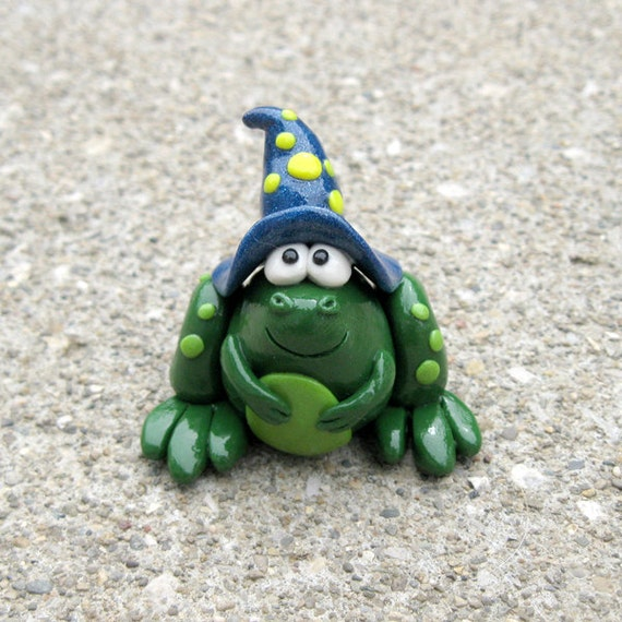 Wizard Frog figurine Blue hat