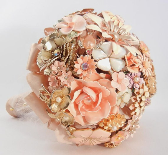 BLUSHING BRIDE Vintage Brooch Keepsake Bouquet Pink Peach Gold Enamel & Rhinestone Brooches
