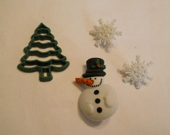 4 piece snowman, tree and snowflake button mix, 18 - 30 mm (21)