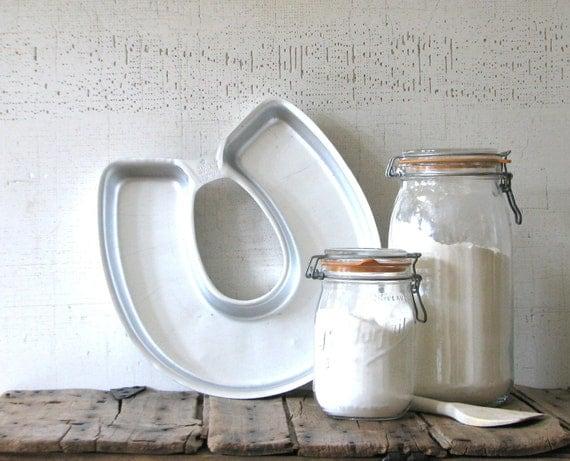 horse shoe  wilton cake pan - baking supplies