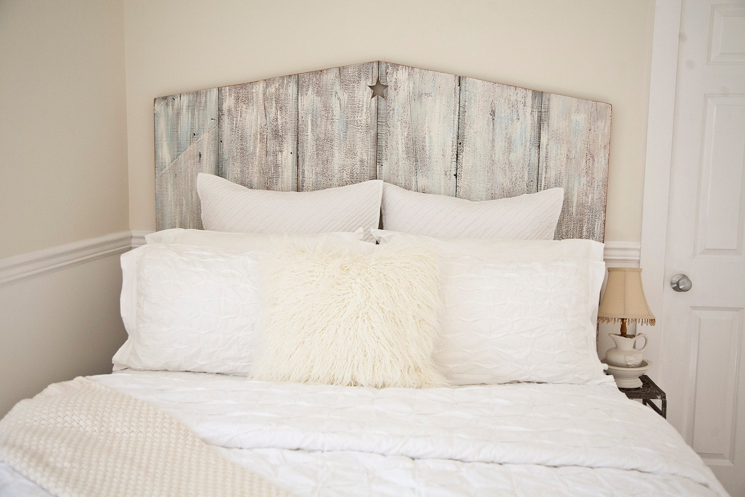queen tricia reclaimed wood beach cottage headboard by. Black Bedroom Furniture Sets. Home Design Ideas