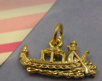 081 Gold Venice Italy Gondola Boat Charm