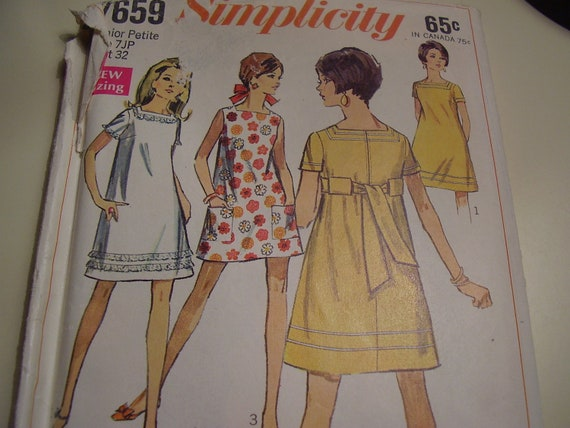 Vintage 1960s Simplicity 7659 Dress Sewing Pattern, Size 7, Bust 32