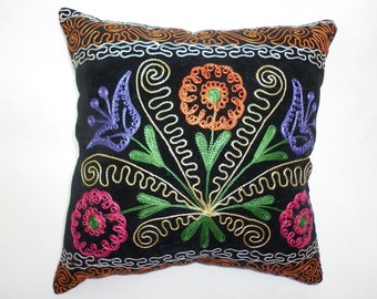 Buglem /  Embroidered Suzani Velvet Pillow Cover - 14,80x14,80 inch