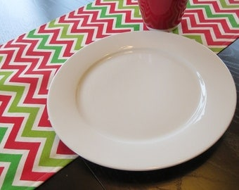Holiday Chevron Table Runner in Red, Natural & Green / Ready to Ship