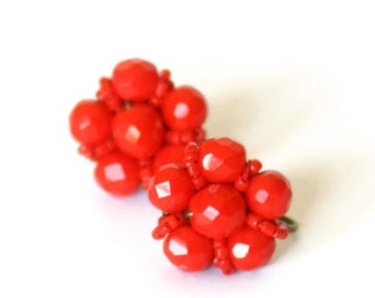 Red Beaded Earrings Screw Back Vintage 1950s - FREE US SHIPPING