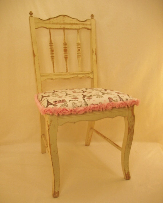 Chabby Chic Antique Chair