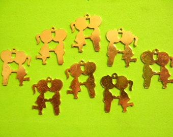 8 Vintage 21mm Goldplated Boy Kissing Girl Charms