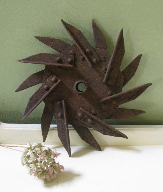 Vintage Farm Star Tine Wheel Sculptures Industrial Decor Rusty Metal Sculpture supply