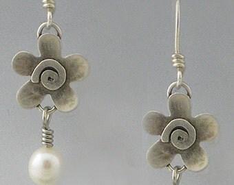 Flower with Pearl Earrings - Dangling flower Earrings - Flower Earrings- RP0178ER