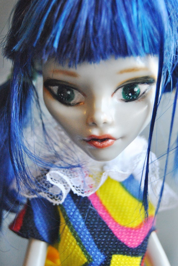 SALE Monster high Gothic repaint doll ooak Ghoulia Yelps By MINDA  clothes , stand