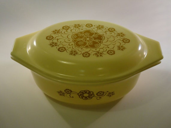 vintage yellow promotional pyrex kim chee pattern casserole