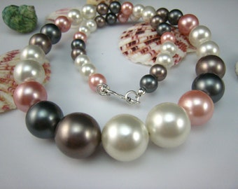 Shell Pearl Graduated Necklace