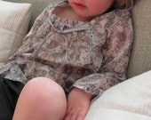 Little girl blouse in cotton with grey and pink little flower's.
