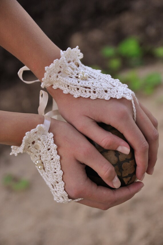 Bridal Ivory Crochet Lace Gloves, Arm Cuff, Romantic Fingerless gloves, Hand jewelry, Victorian, Bracelet, Wedding