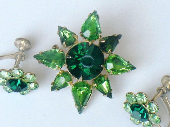 1950s Brooch and Earrings Set Emerald and Peridot Green Rhinestone Flower Vintage Jewelry Collectable