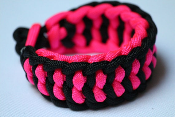 Reversible paracord bracelet - hot pink and black
