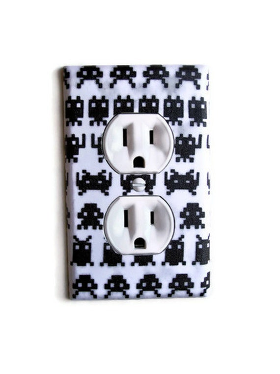 Retro Video Geek Outlet Plate