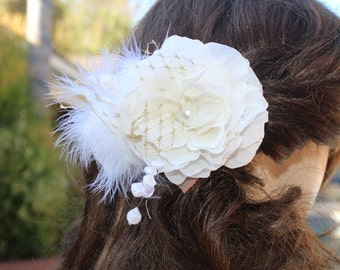 Very  cute ivory  color    flower  clip with white color feather
