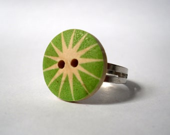 Green Star Button Ring, Womans Green and Cream Wooden Button Silver Ring