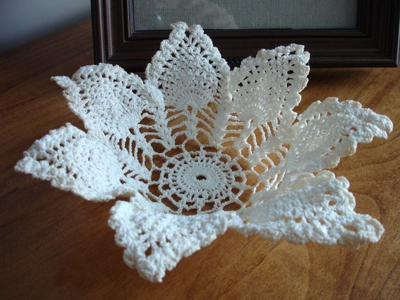 Small Leaf Doily Bowl - Antique Off White