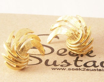 Vintage Gold Tone Earrings, Gold Fan Earrings, Curved Gold Earrings, Vintage Gold Clips