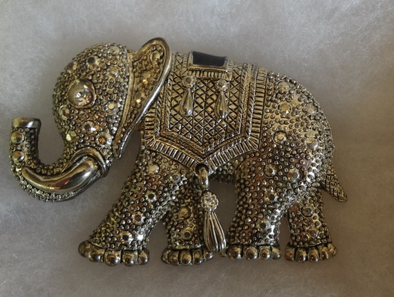 Silver Elephant figurine Trunk Up for Lots of Luck Pin Brooch