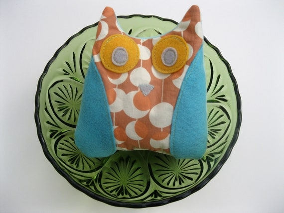 Owl Ouchie heat pack. Reusable therapy cold pack with flaxseed. Retro owl Friend heals back to school boo boos. Boho owl Boo boo buddy.