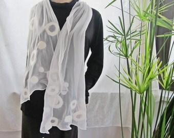 Schal Filzschal, Nuno-Filzschal, leichter Seidenschal, Hochzeit, weiß, 90% Seide, 10 Prozent Wolle, ca. 158 cm x 38 cm, gefilzt
