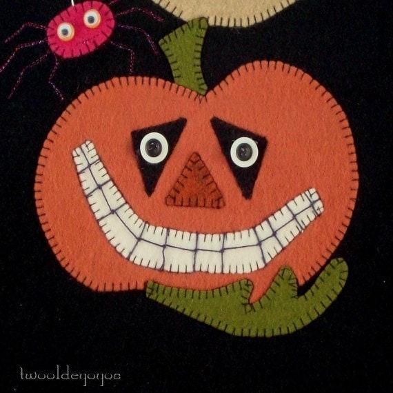 HALLOWEEN PUMPKINS Wonky Stack JACK-O-Lanterns -Spooky Wall Art Hanging