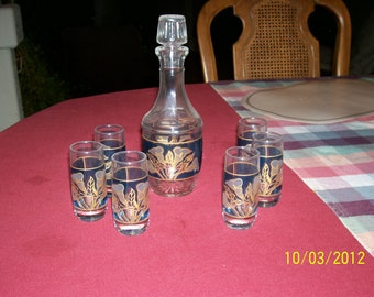 Decanter and 6 small glasses, no nicks or scratches
