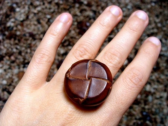 vintage brown button jewelry ring for women's fall fashion wardrobe