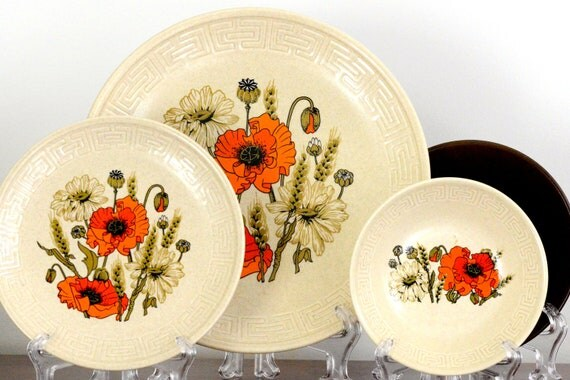 Johnson of Australia: thirteen piece dinner set with dinner plates, small plates, bowls and butter dish