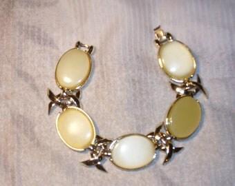 Vintage pearlescent bracelet