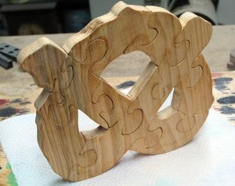 Pretzel Stand Up Wood Puzzle
