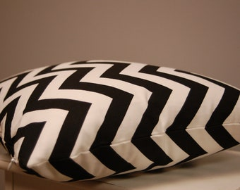Black White Chevron Print Throw Pillow Cover 18 Inch, Decorative Sofa Pillow, Zigzag Accent Pillow, Invisible Zipper Closure