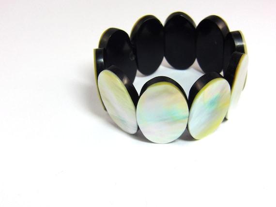 Shell Wooden Stretch Bracelet, Vintage Jewelry, Rustic Bracelet, Retro Bracelet