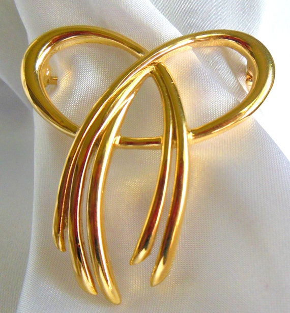 Vintage Brooch By Trifari Gold Bow Signed Jewelry Piece