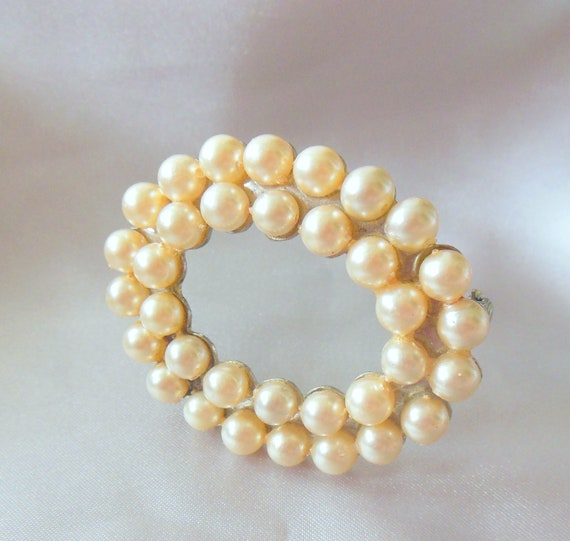 Vintage Brooch Faux Pearl Oval Shaped