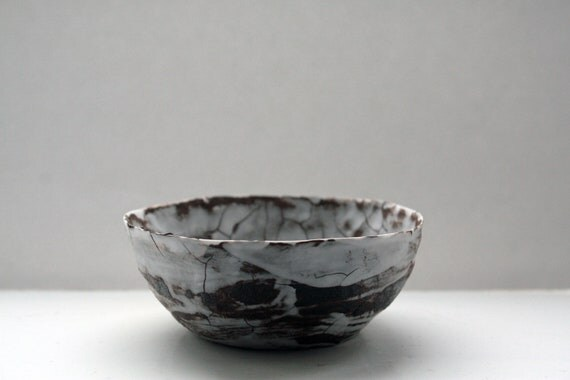 Stoneware bowl with fine bone china and black clay.