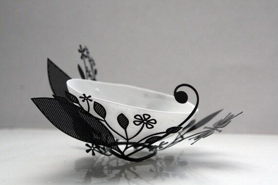 Metal foliage nest with a micro English fine bone china bowl