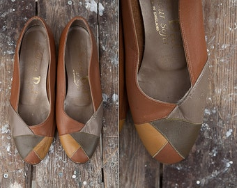 Vintage Womens Shoes / Vintage Brown Leather Wedges with Grey Yellow Top  / Womens Shoes / Size 37.5 / Retrp Pumps / Vintage Heels