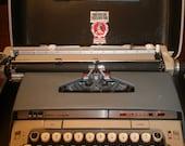 Vintage Typewriter Smith Corona Classic 12