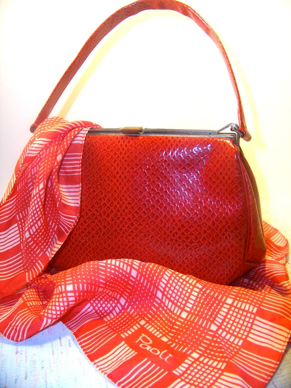 Fire Engine Red Vintage Purse. Alligator-Skin Style with Gold Clasp and Inside Pockets. So Stylish.