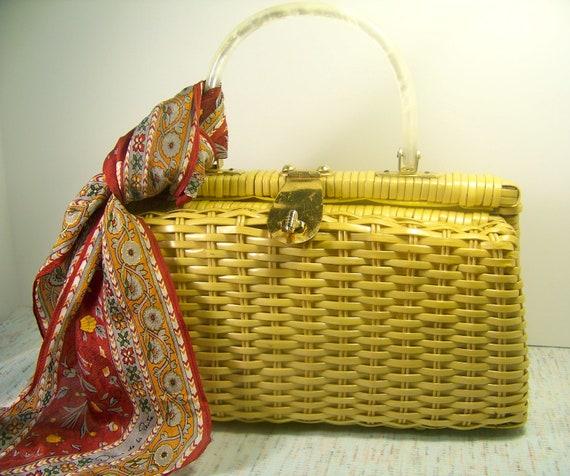 Vintage Women's Purse. 60s Woven Handbag with Lucite Handle. Raffia Box Purse, Straw Pocketbook. Classic Retro Wardrobe Piece