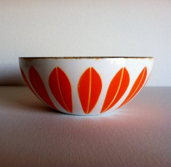 Fabulous Vintage Mid Century Modern Small Cathrineholm White and Orange Lotus Bowl