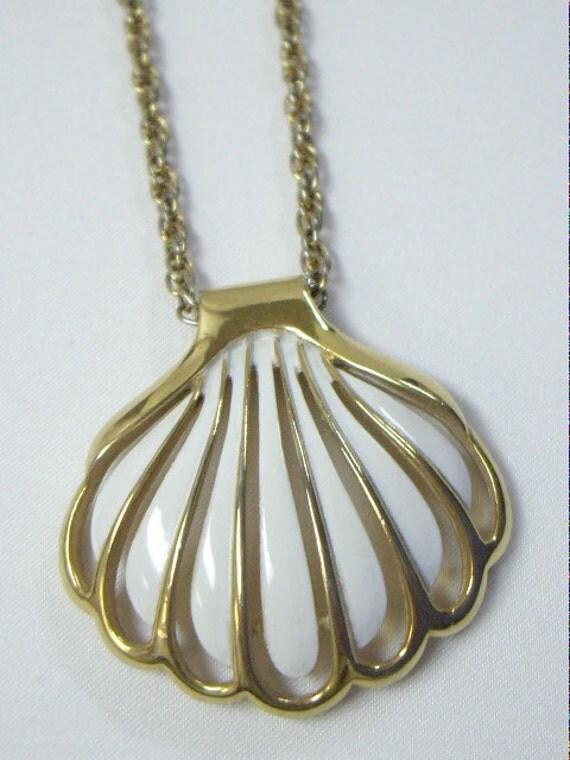 Vintage CROWN TRIFARI White Enamel on Gold Sea Shell Pendant Necklace